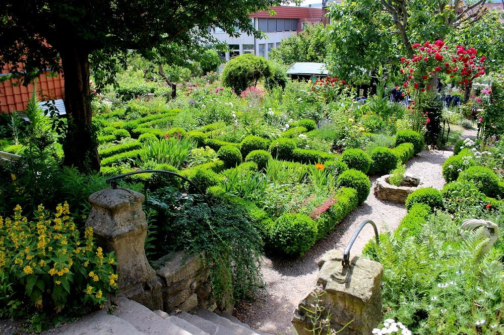 Gartenbeispiele und Mustergärten
