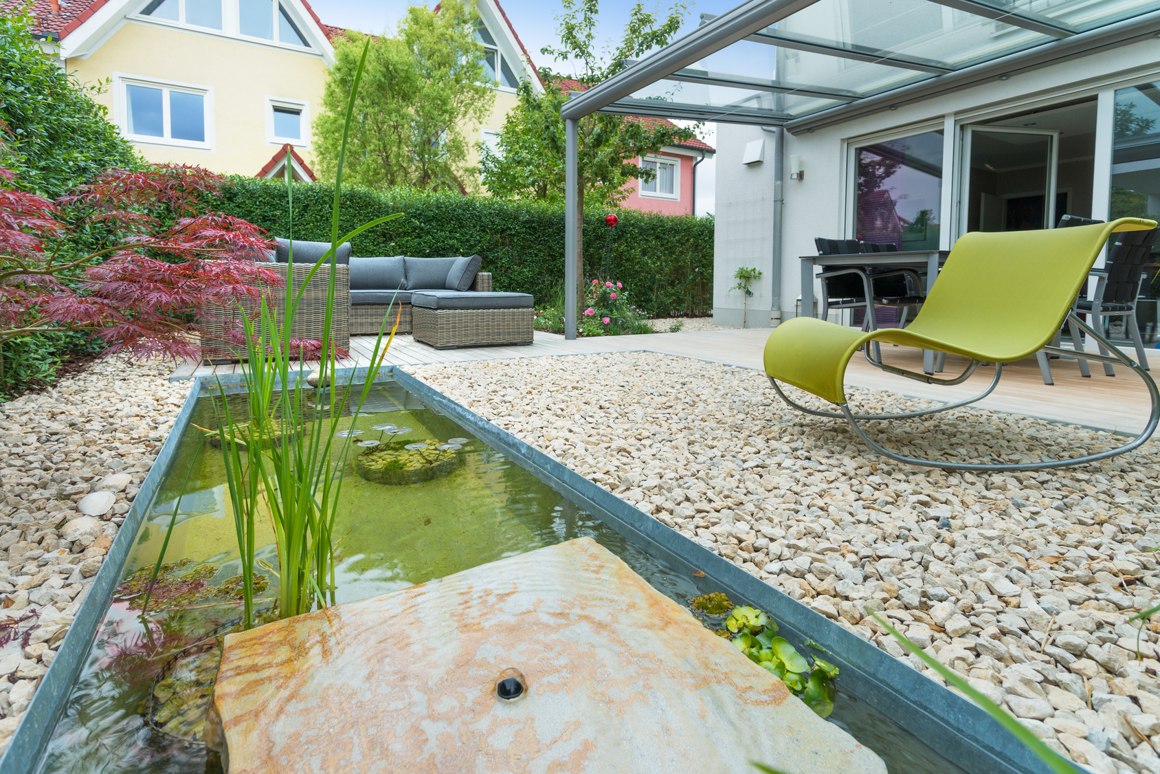 Stadt Garten mit formalen Wasserbecken, Lounge, Teakdecks